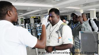 Uganda Körpertemperaturmessung wegen Ebola-Ausbruch im Kongo