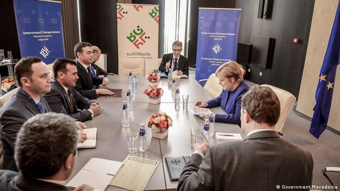 Der mazedonische Ministerpräsident Zoran Zaev mit der deutschen Kanzlerin Angela Merkel in Sofia