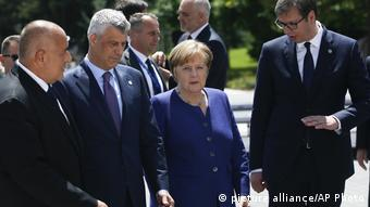 Bulgarien EU-Balkan-Gipfel in Sofia | Merkel & Vucic (picture alliance/AP Photo)