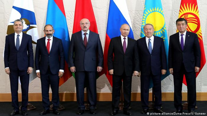 Russland Eurasian Supreme Council | Gruppenbild in Sotschi (picture-alliance/Zuma Press/S. Guneev)