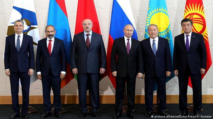 Russland Eurasian Supreme Council   Gruppenbild in Sotschi (picture-alliance/Zuma Press/S. Guneev)