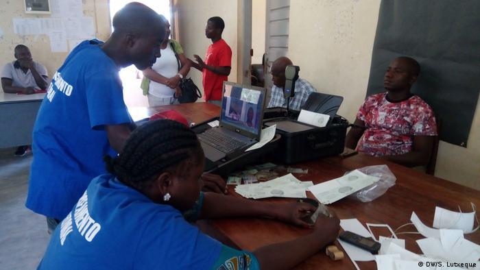 Mosambik Einwohnermeldeamt in Nampula (DW/S. Lutxeque)