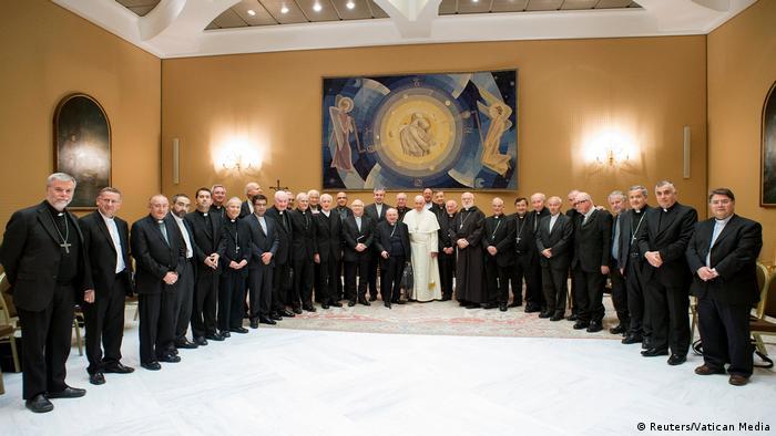 Das Treffen der chilenischen Bischöfe mit Papst Franziskus am 17. Mai im Vatikan (Foto: Reuters/Vatican Media)