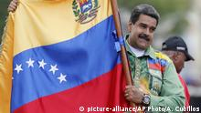 Venezuela Wahlkampf Maduro Fahne (picture-alliance/AP Photo/A. Cubillos)