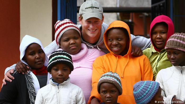 Prinz Harry besucht Heim für missbrauchte Kinder in Lesotho (picture-alliance/dpa)