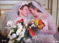 ازدواج دو  زن در سانفرانسیسکو (عکس از آرشیو)