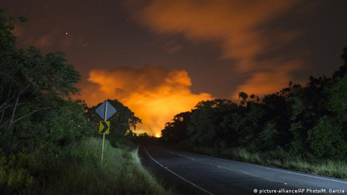 Hawaii Kilauea Vulkanausbruch (picture-alliance/AP Photo/M. Garcia)
