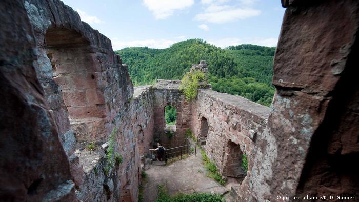 Развалины замка Вазигенштайн во французском Эльзасе