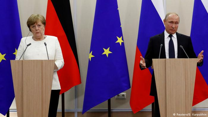 Germany's Chancellor Angela Merkel and Russian President Vladimir Putin attend a joint news conference following their meeting in the Black Sea resort of Sochi on May 18, 2018 (Reuters/S. Karpukhin)