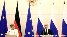 18.05.2018, Russland, Sotschi: Bundeskanzlerin Angela Merkel (CDU) spricht auf einer Pressekonferenz nach ihrem Treffen mit dem russischen Präsidenten Wladimir Putin. Im Mittelpunkt des eintägigen Arbeitsbesuchs standen der Krieg in Syrien, der Konflikt in der Ostukraine und das von den USA aufgekündigteAtom-Abkommen mit dem Iran. Foto: Kay Nietfeld/dpa | Verwendung weltweit