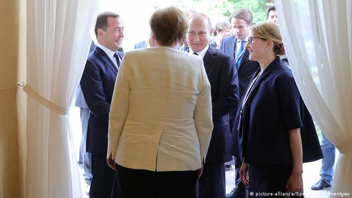 Rusya Başbakanı Dimitri Medvedev, Vladimir Putin ve Angela Merkel