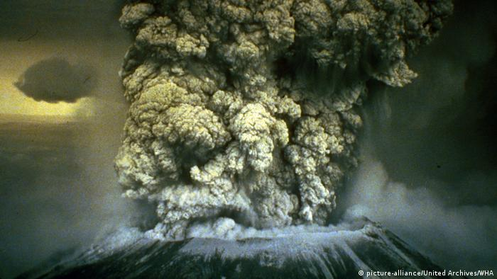 DW eco@africa - Mount St. Helen's in the US state of Washington erupted in 1980 (picture-alliance/United Archives/WHA)