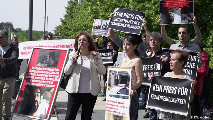 Bonn protest over DW award - Mina Ahadi (DW/M. Muno)