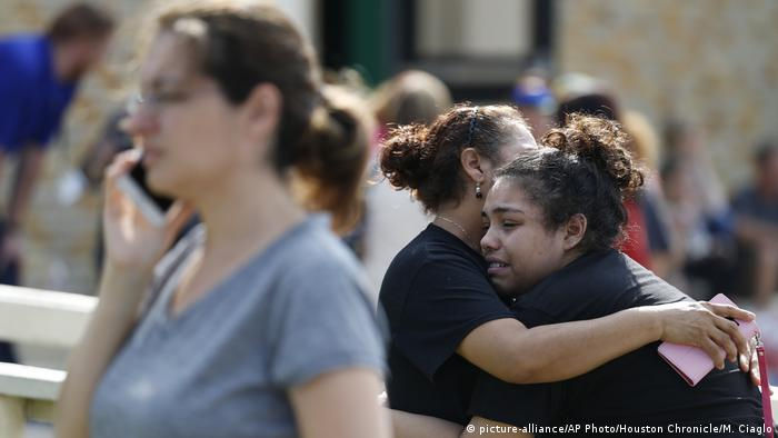 USA Texas - Schüsse auf dem Kampus der Santa Fe Schule (picture-alliance/AP Photo/Houston Chronicle/M. Ciaglo)