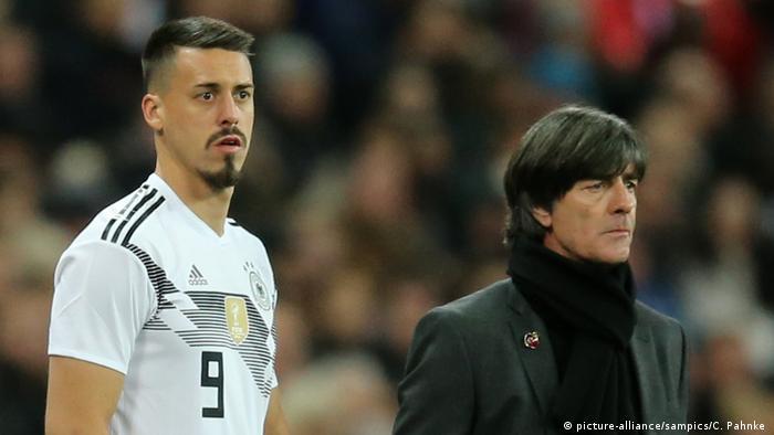 Freundschaftsspiel - England vs Detuschland: Joachim Löw und Sandro Wagner (picture-alliance/sampics/C. Pahnke )