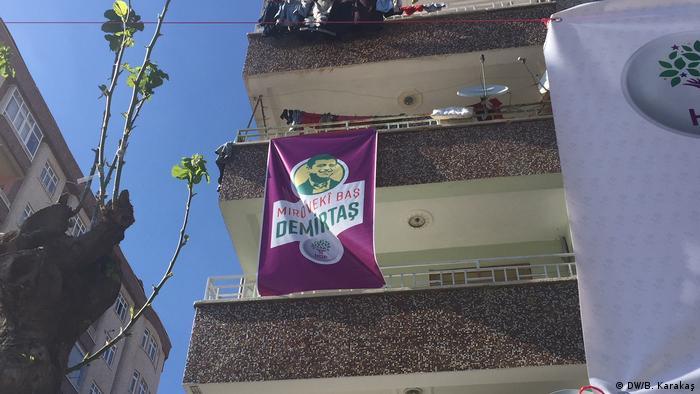 Türkei Diyarbakir - Plakat von Selahattin Demirtaş, Der inhaftierte Parteivorsitzender von HDP,