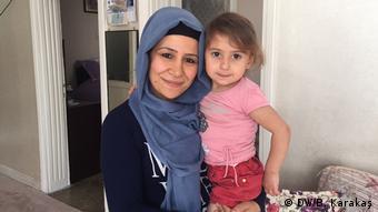 Sur'da yaşayan Gülçin Yaralı ve kızı Asya