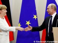 Ангела Меркель и Владимир Путин во время встречи в Сочи (фото из архива)
