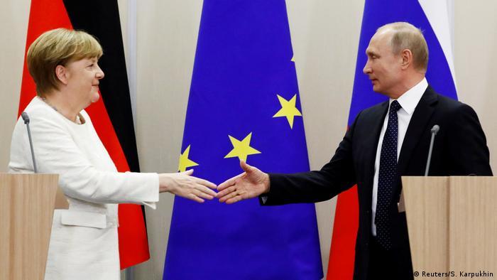 Russland Sotschi - Vladimir Putin und Angela Merkel (Reuters/S. Karpukhin)