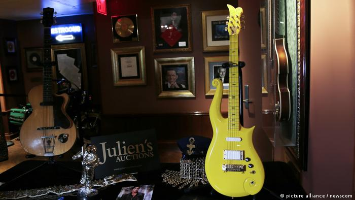Julien's Auctions 'Property From the Life and Career of Prince (picture alliance / newscom)