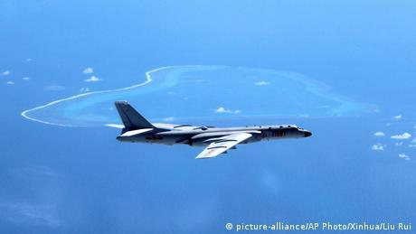 Китайські бомбардувальники прибули на спірні острови