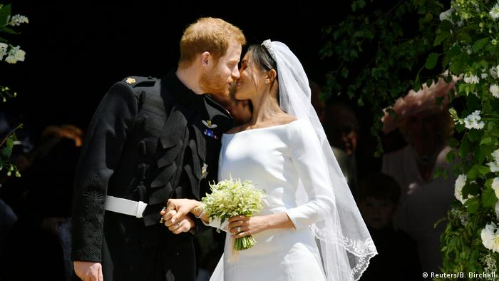 Prince Harry kisses Meghan Markle (Reuters/B. Birchall)
