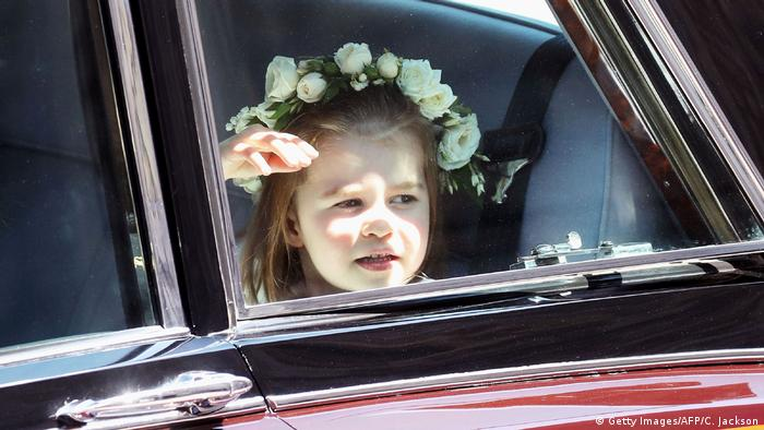 A girl with flowers in her hair seated in a car (Getty Images/AFP/C. Jackson)