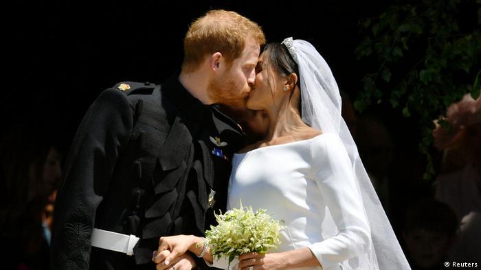 UK   Hochzeit Prinz Harry & Meghan Markle   Brautpaar vor der Kirche
