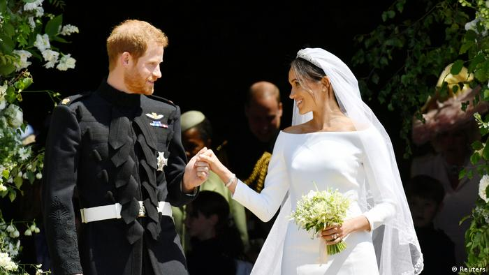 UK | Hochzeit Prinz Harry & Meghan Markle | Brautpaar vor der Kirche (Reuters)