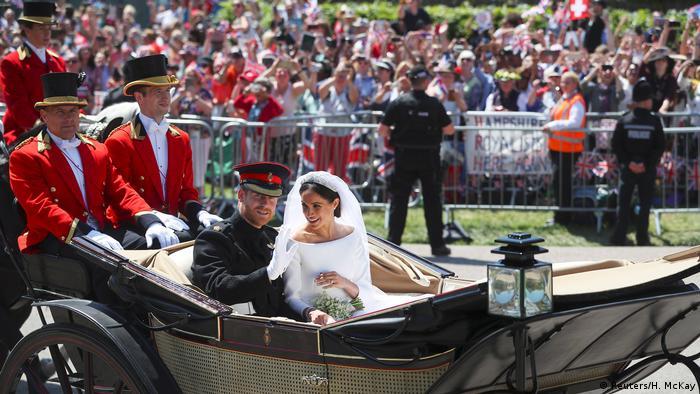 UK | Hochzeit Prinz Harry & Meghan Markle | Brautpaar in Kutsche (Reuters/H. McKay)