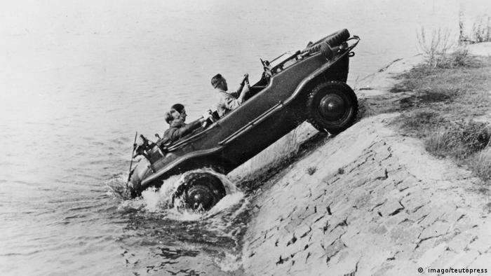 Deutschland | VW-Käfer und die Nazis | Schwimmwagen ( imago/teutopress)