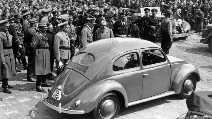 Hitler em inauguração de fábrica da Volkswagen
