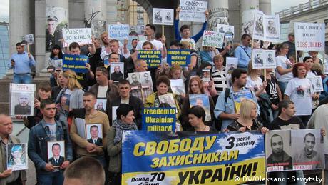 Марш за звільнення полонених зібрав у Києві кілька сотень людей