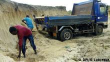 Nampula, Nord-Mosambik, viele Menschen arbeiten im Bauwesen