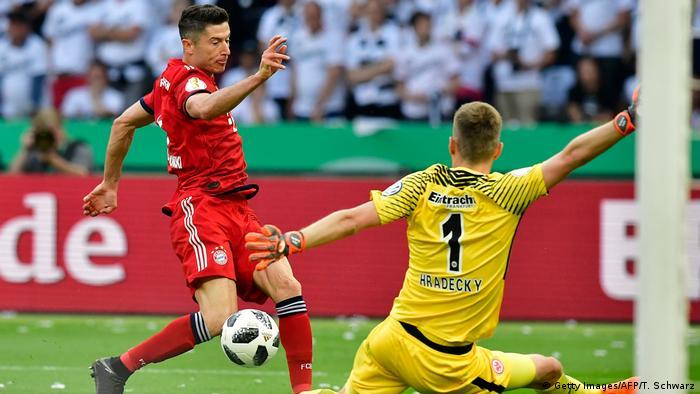 Fußball DFB Pokal Finale Bayern München Eintracht Frankfurt Torchance