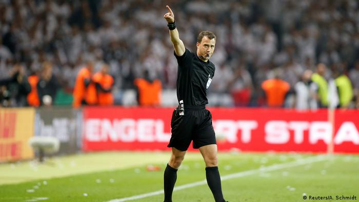 Referee Felix Zwayer was at the center of controversy (Reuters/A. Schmidt)