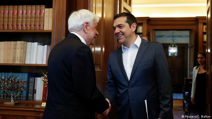 Griechenland Alexis Tsipras beim Präsidenten (Reuters/C. Baltas)