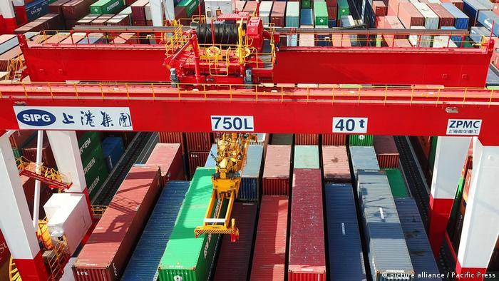 Cinese cargo port