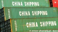 Containerhafen Shanghai - China Shipping (picture-alliance/dpa/O. Spata)