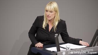 Η Πράσινη Λουίζε Άμτσμπεργκ αναρωτιέται αν η Frontex γίνεται συνυπεύθυνη