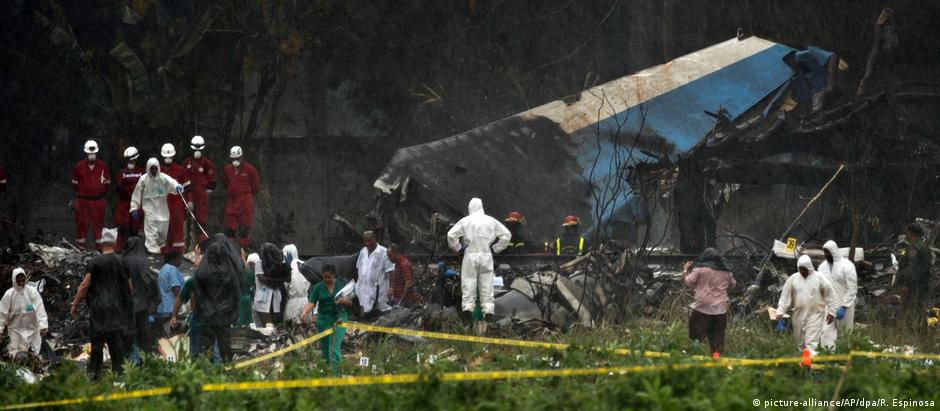 Avião caiu logo após a decolagem no aeroporto internacional