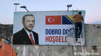 Τεράστια πλακάτ καλωσόριζαν τον Ερντογάν στο Σεράγεβο
