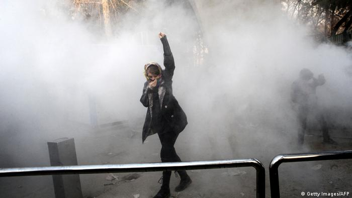 Iran Frau Protest (Getty Images/AFP)