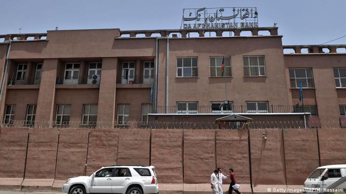 بانک مرکزی افغانستان از مردم خواسته که در معاملات از پول افغانی استفاده کنند