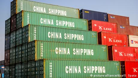 China Containerhafen in Shanghai (picture-alliance/dpa/O. Spata)
