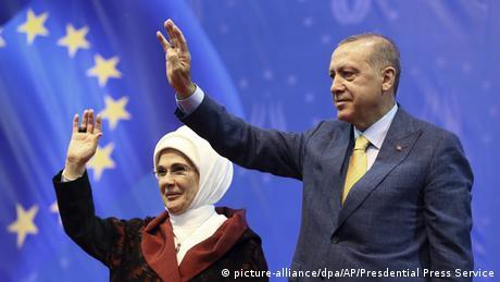 Ψήφους εκτός συνόρων αλιεύει ο Ερντογάν