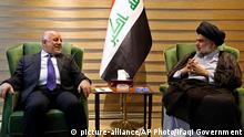 Irak Haider al-Abadi und Muqtada as-Sadr in Bagdad (picture-alliance/AP Photo/Iraqi Government)
