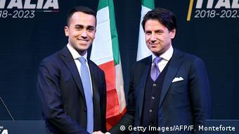 Τόσο ο ιταλός πρωθυπουργός Τζουζέπε Κόντε (δεξιά) όσο και ο υπουργός Εργασίας Λουίτζι ντι Μάιο απέρριψαν την πρόταση Φοντάνα