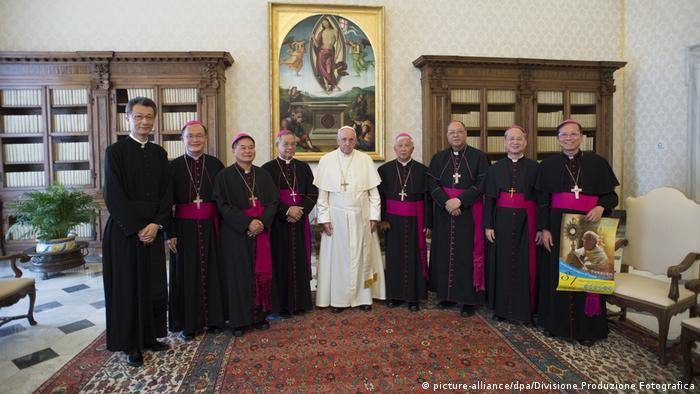 Vatikanstadt Papst Franziskus empfängt Bischöfe aus Taiwan (picture-alliance/dpa/Divisione Produzione Fotografica)