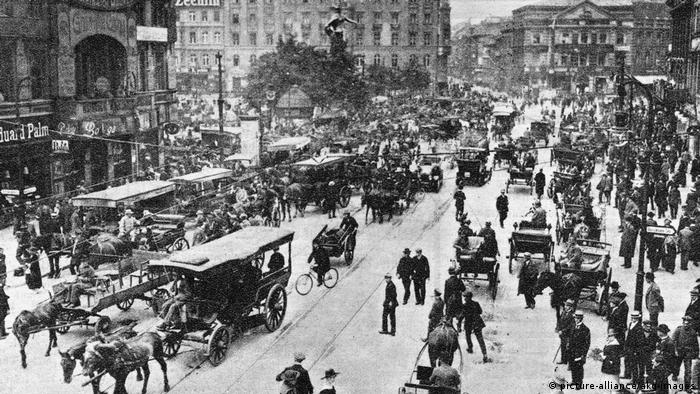 Alexanderplatz in 1919 shows horse-drawn carriages and hundreds of people filling the streets (picture-alliance/akg-images)